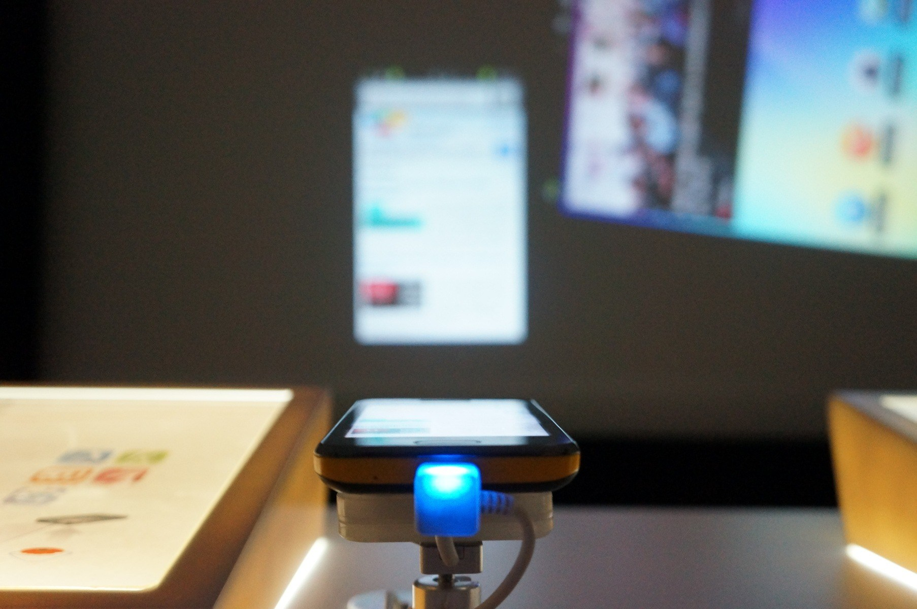 projector-smartphone